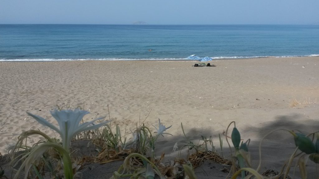 Zand strand zee en lelie Kreta
